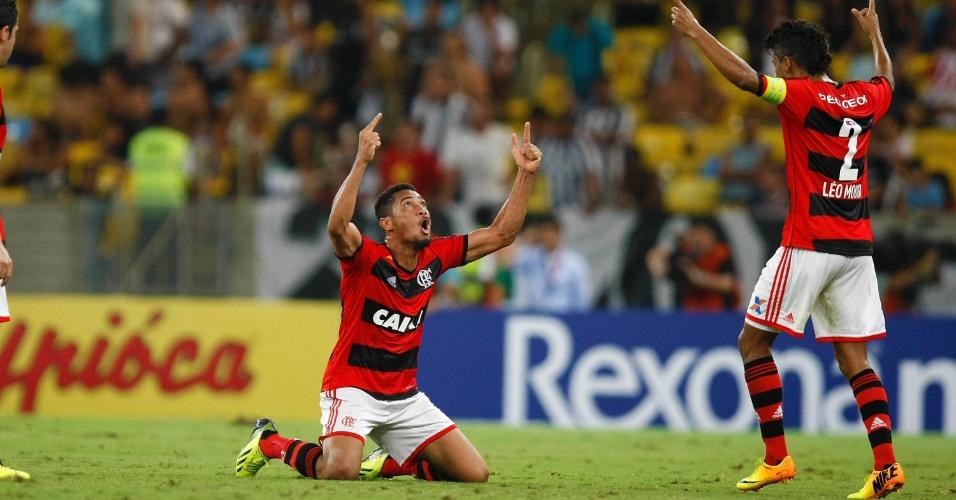 Hernane, do Flamengo, comemora gol sobre o Botafogo no Maracanã