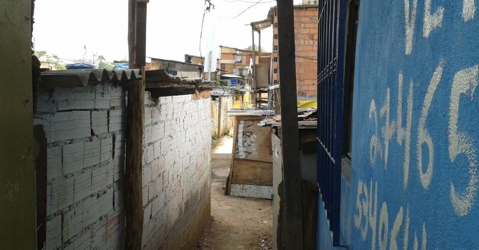 24.out.2013 - Comunidade da Vila da Paz é dividida em quatro setores. Remoção de moradores deve acabar em 2016