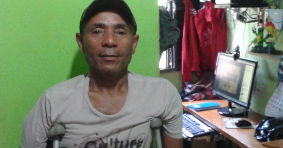 24.out.2013 - O aposentado Drancy Silva é um dos líderes comunitários da Favela da Paz