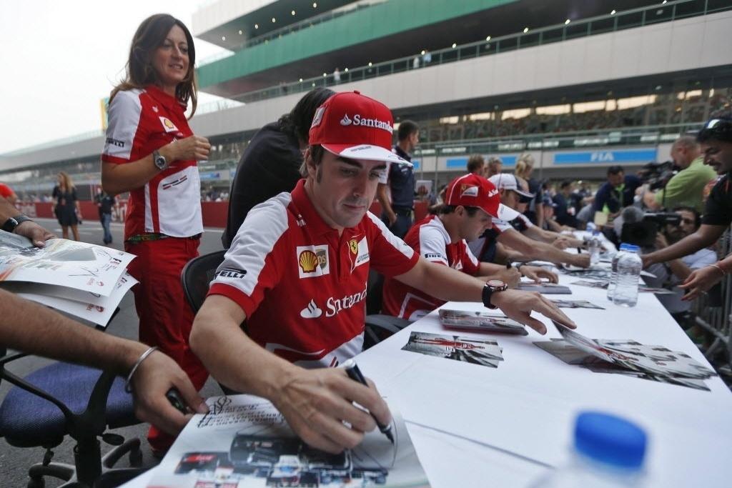Alonso e Massa participam de evento promocional no GP da Índia
