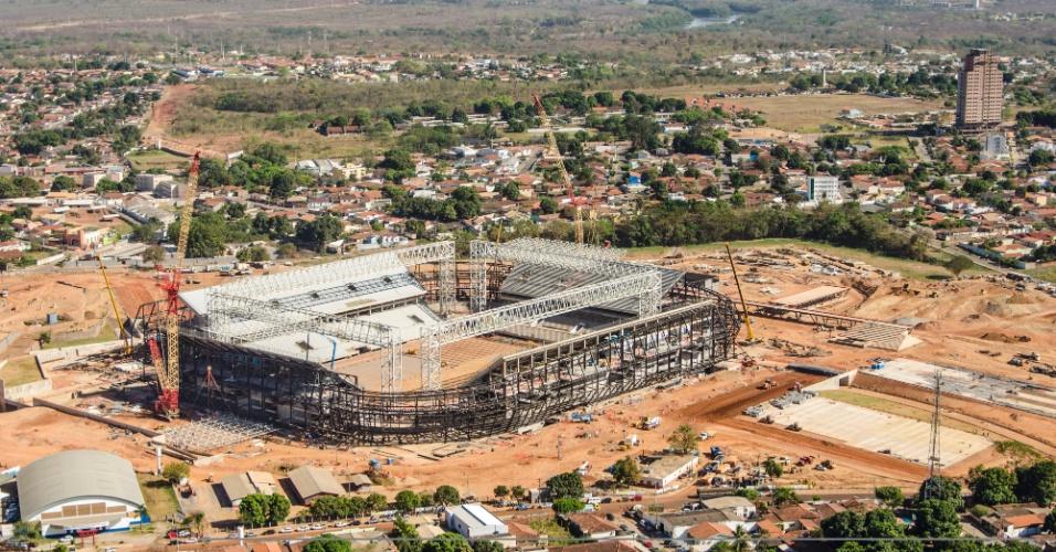 11.09.2013 - Imagem mostra evolução da obra da Arena Pantanal, estádio de Cuiabá para a Copa de 2014