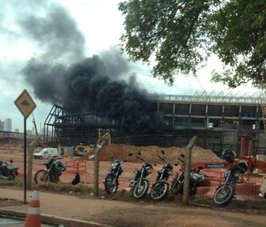 25.out.13 - Incêndio atinge canteiro de obras da Arena Pantanal, em Mato Grosso