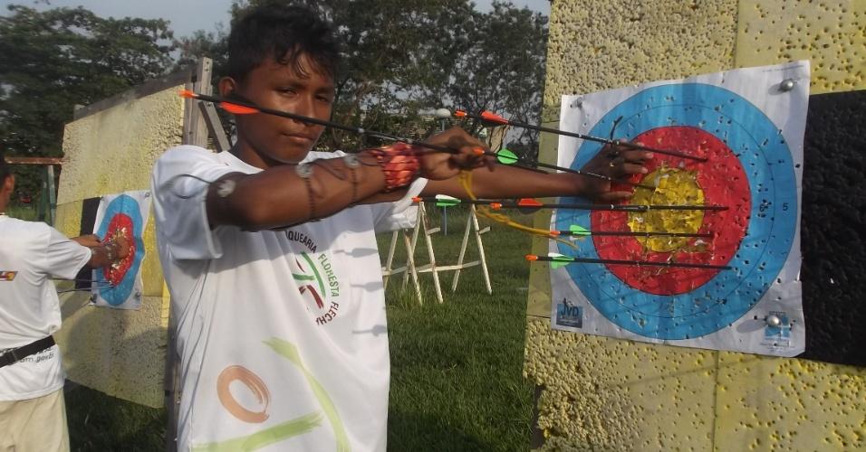 Índio mostra suas tentativas após treinamento no Centro Olímpico de Manaus