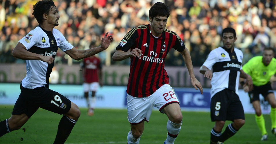 27.out.2013 - Kaká entra no segundo tempo, mas não consegue impedir derrota do Milan para o Parma por 3 a 2 no Italiano