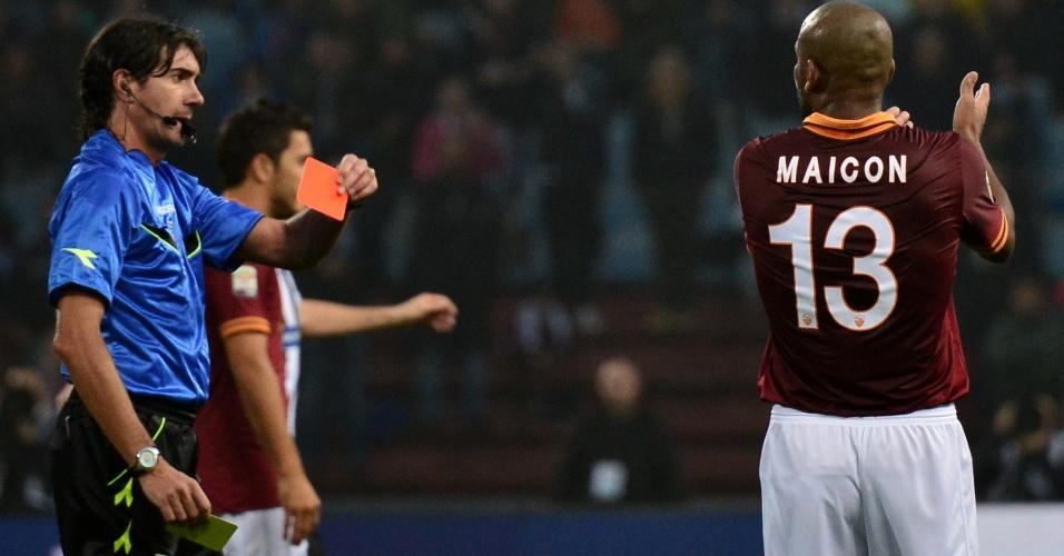 27.out.2013 - Maicon é expulso na vitória da Roma sobre a Udinese por 1 a 0 pelo Campeonato Italiano