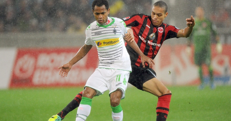 27.out.2013 - Raffael foi o autor de um dos 4 gols do Moenchengladbach na vitória sobre o Frankfurt pelo Campeonato Alemão