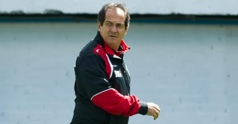 Muricy Ramalho observa a partida entre São Paulo e Internacional (27.out.2013)