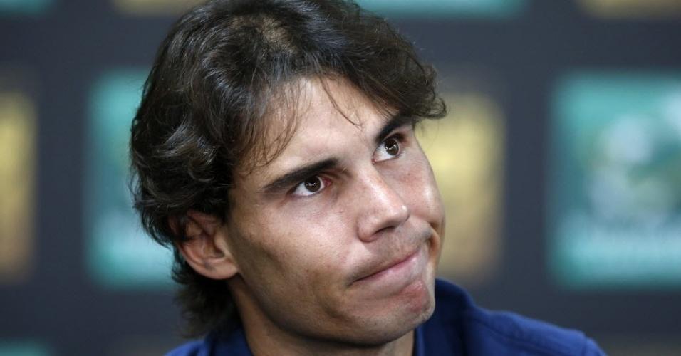 28.out.2013 - Rafael Nadal aparece pensativo durante entrevista coletiva em Paris