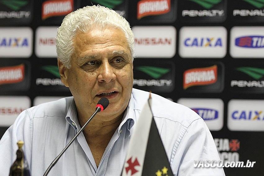 Presidente do Vasco, Roberto Dinamite concede entrevista coletiva em São Januário (29/10/2013)