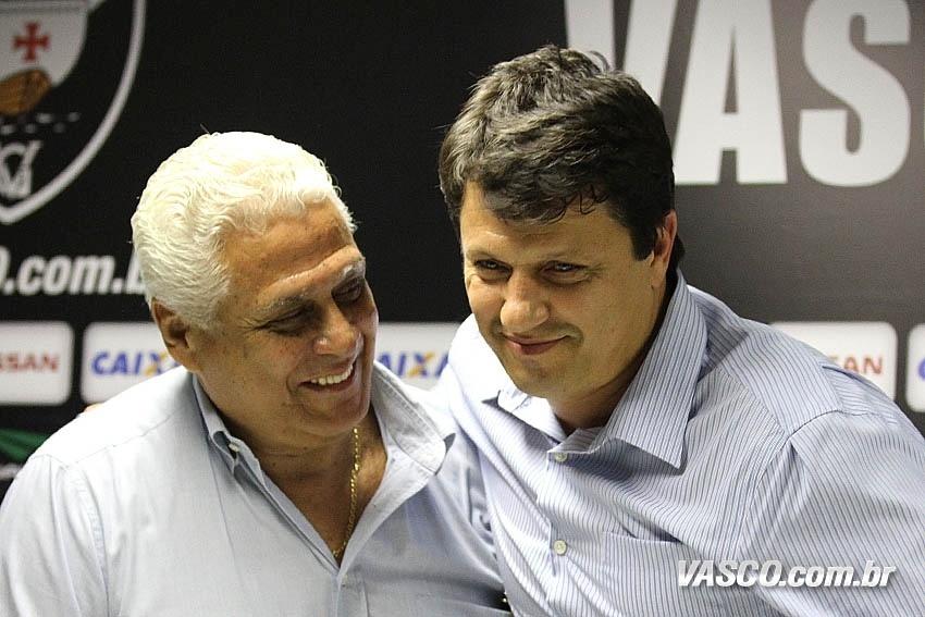 Roberto Dinamite apresenta Adilson Batista, novo técnico do Vasco (29/10/2013)