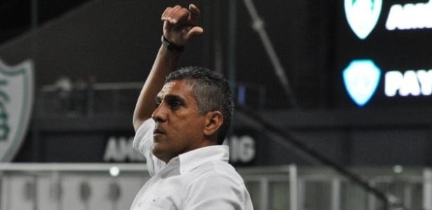 Técnico Silas estava sem clube desde junho de 2015, quando deixou o Ceará - Site do América-MG/Divulgação
