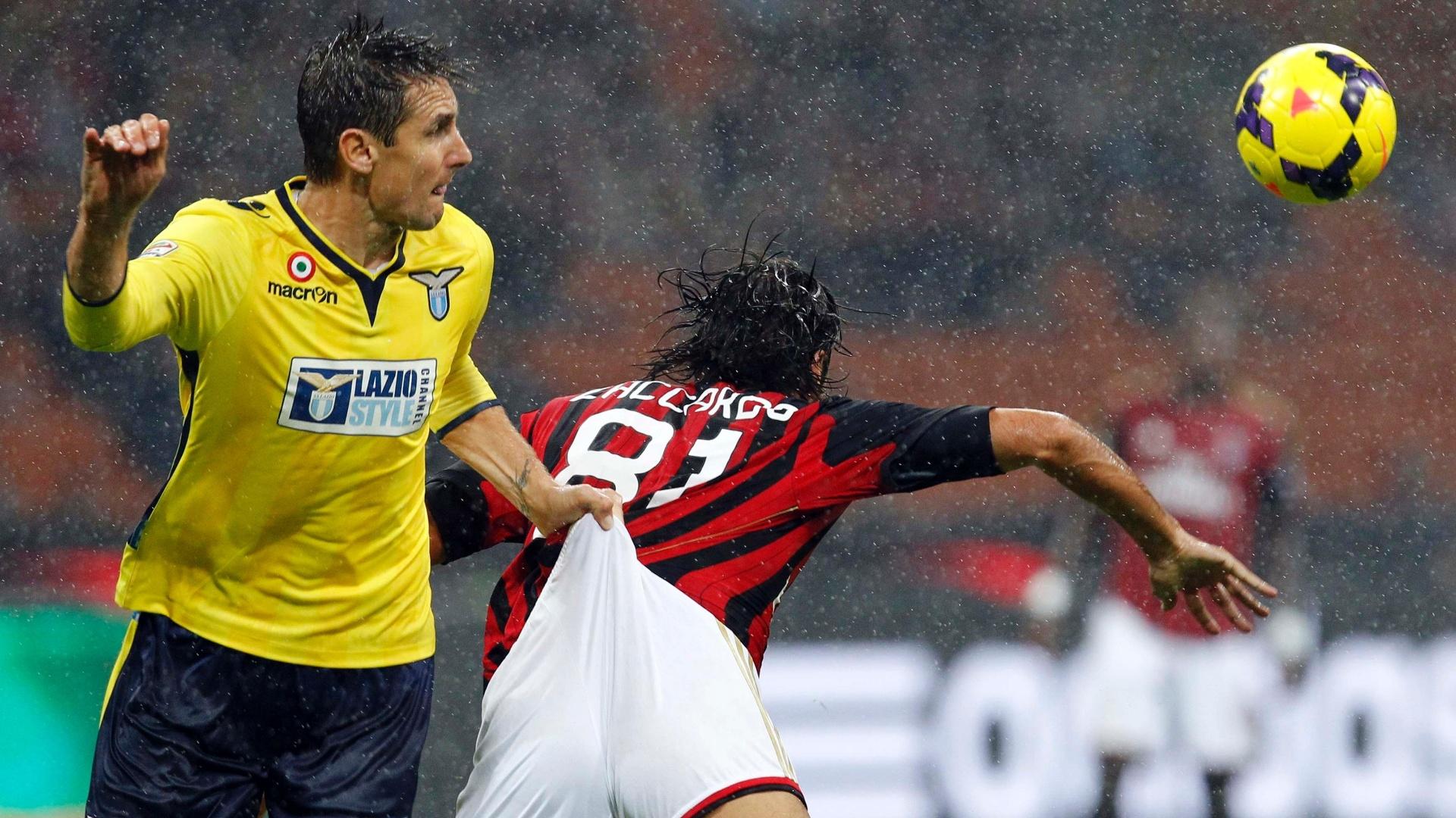 30.out.2013 - Alemão Klose praticamente dá um