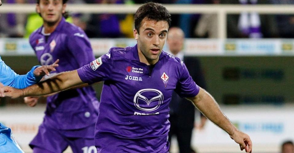 30.out.2013 - Giuseppe Rossi, da Fiorentina, tenta escapar da marcação de Albiol, da Lazio, pelo Italiano