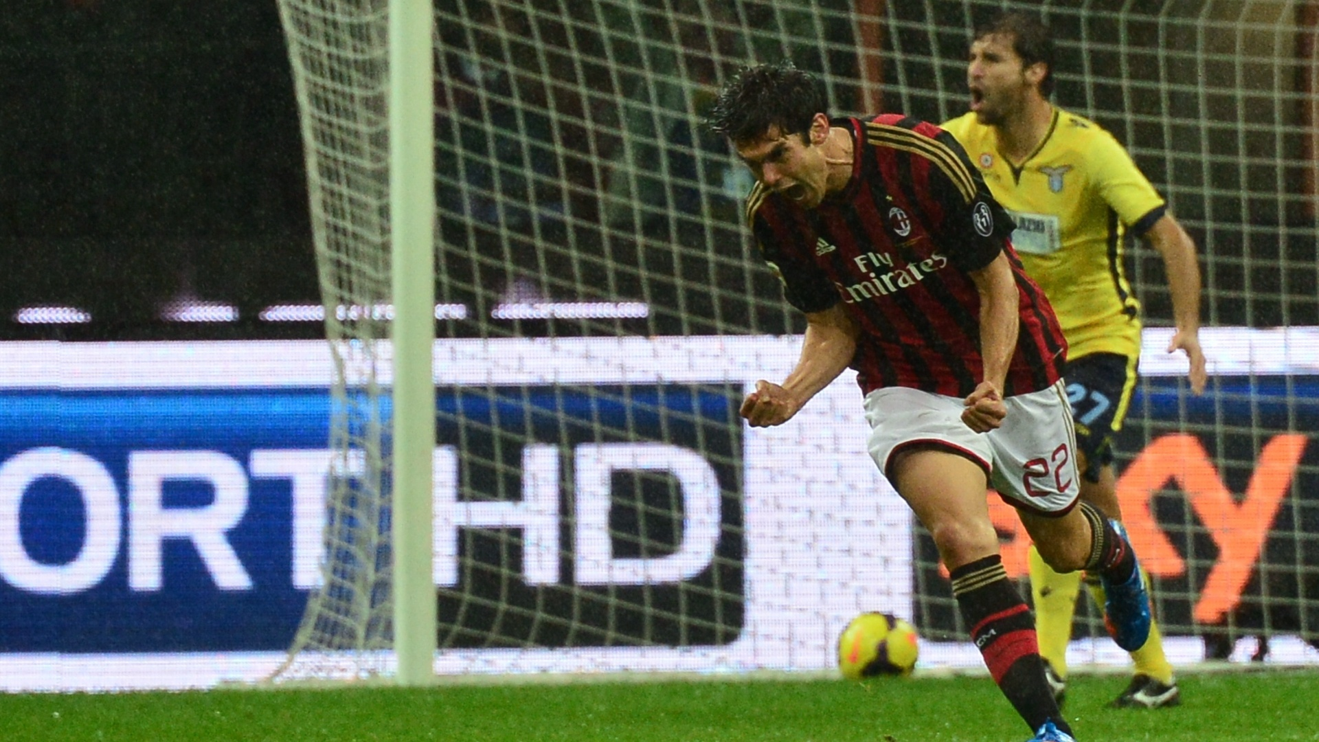 30.out.2013 - Kaká vibra muito com golaço marcado no duelo contra a Lazio, no San Siro, pelo Campeonato Italiano