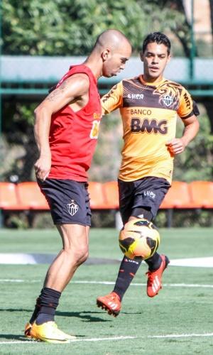 Atacante Diego Tardelli, do Atlético-MG, durante treino na Cidade do Galo (23/10/2013)