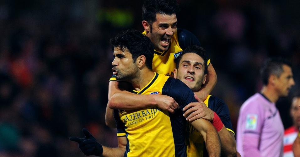 31.out.2013 - Companheiros vibram com Diego Costa após o atacante abrir o placar para o Atlético de Madri contra o Granada pelo Campeonato Espanhol