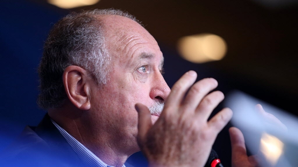 31.out.2013 - Felipão explica a convocação dos jogadores para os amistosos contra Honduras e Chile, em hotel na zona sul do Rio de Janeiro