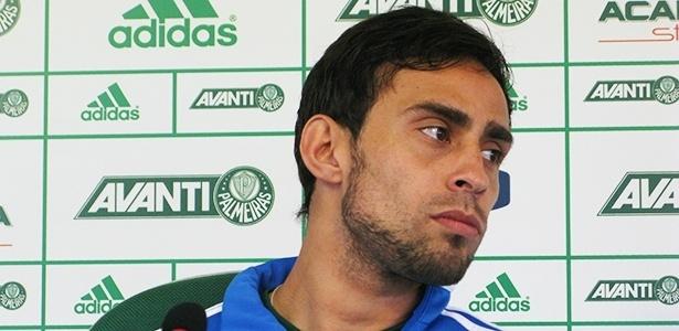 31.out.2013 - Valdivia durante entrevista coletiva na Academia de Futebol do Palmeiras