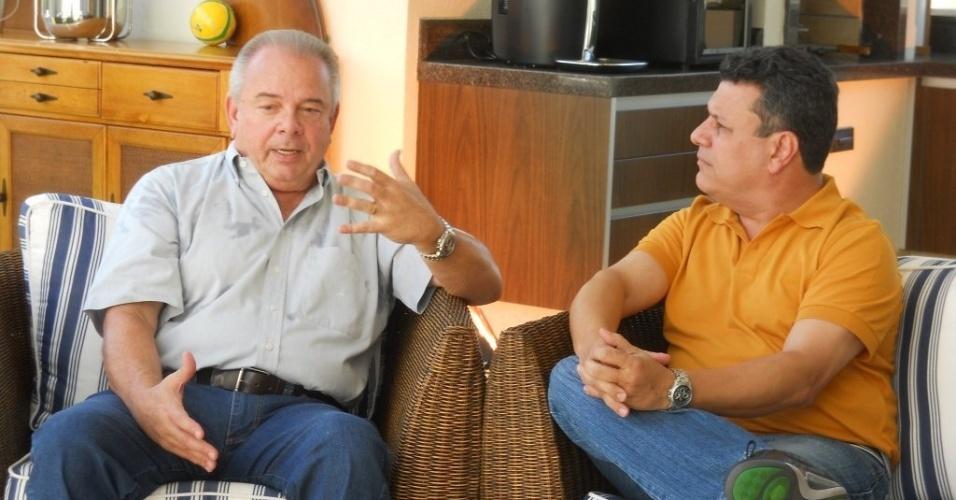 Téo José conversa com o narrador Luciano do Valle