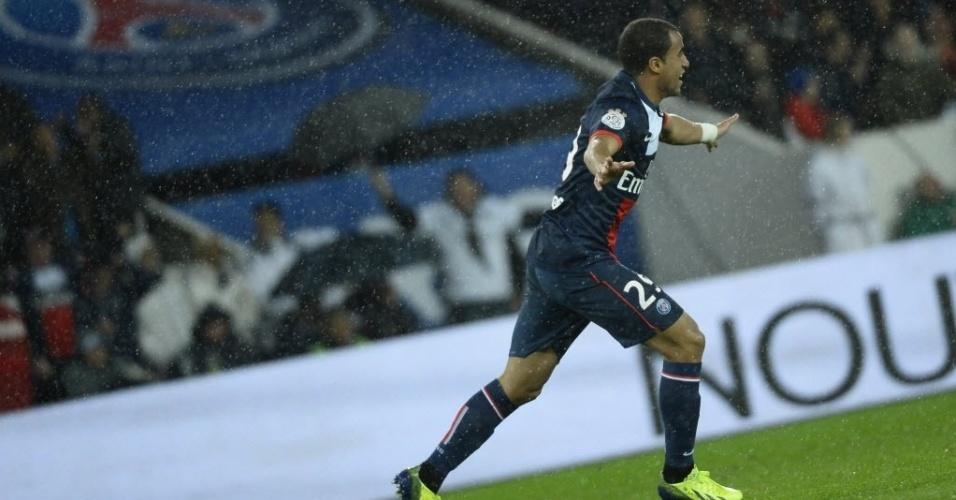 01.11.13 - Lucas comemora gol do PSG contra o Lorient pelo Campeonato Francês