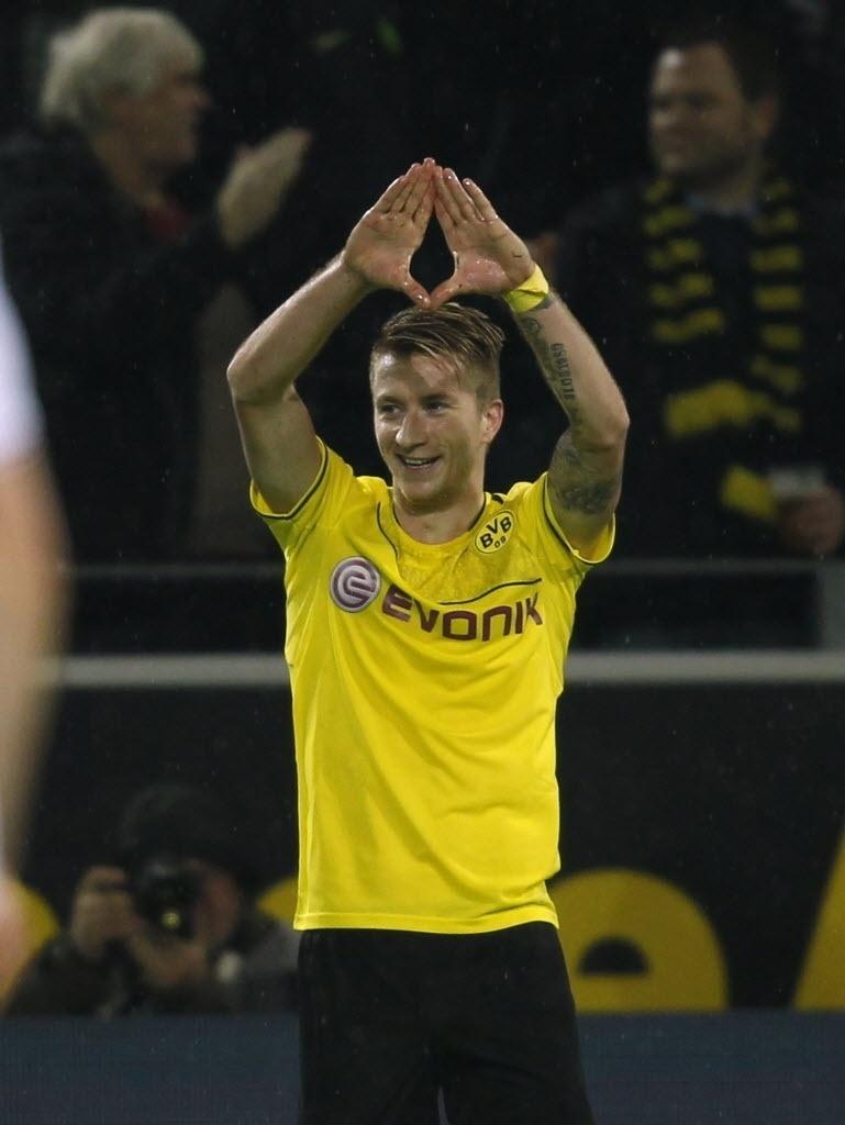 01.11.13 - Marco Reus comemora gol do Dortmund contra o Stuttgart pelo Campeonato Alemão