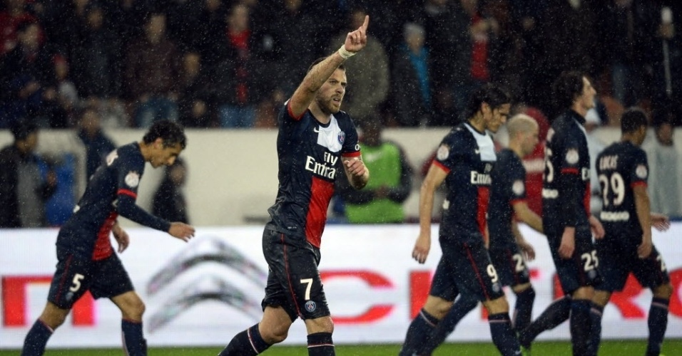 01.11.13 - Menez comemora gol do PSG contra o Lorient pelo Campeonato Francês
