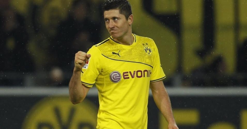 01.11.13 - Robert Lewandowski comemora um de seus três gols pelo Dortmund contra o Stuttgart