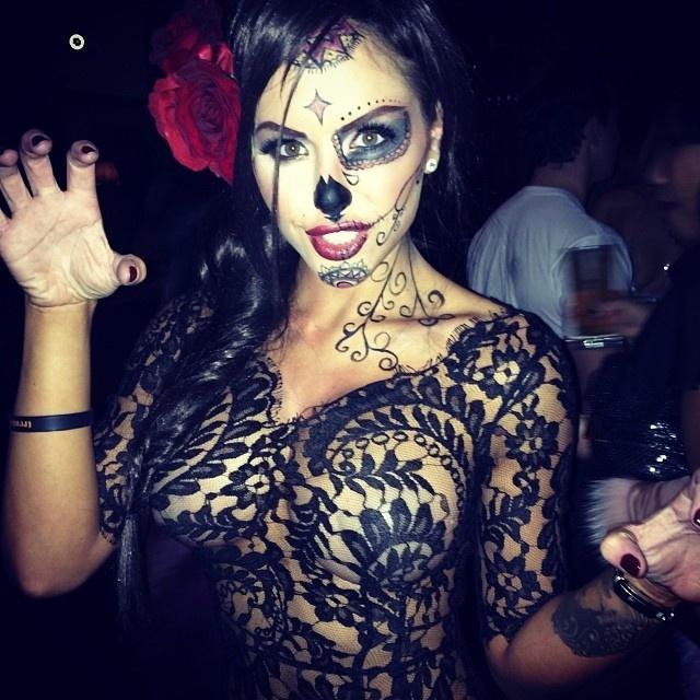 Cheia de transparências, musa do UFC Brittney Palmer capricha na fantasia de Halloween, o tradicional Dia das Bruxas nos Estados Unidos. A ring girl deve entrar em ação no próximo dia 16 de novembro, na edição de 20 anos do UFC