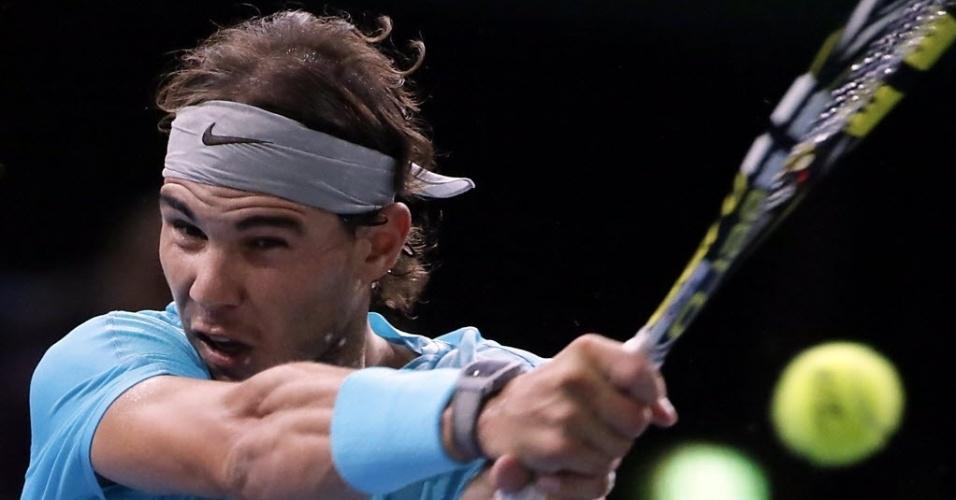 02.nov.2013 - Nadal salvou quatro break points, mas foi superado por Ferrer no primeiro set