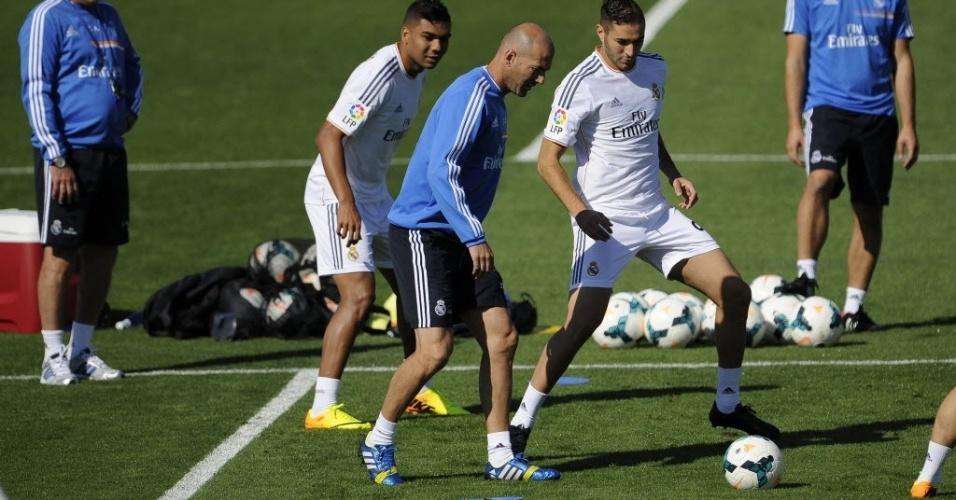 Zidane participa de treinamento com atletas do Real Madrid