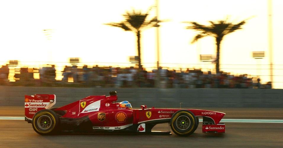 03.11.2013 - Fernando Alonso corre com sua Ferrari no Grande Prêmio de Abu Dhabi
