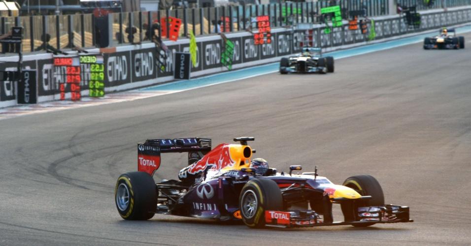03.11.2013 - Sebastian Vettel abriu grande vantagem na primeira colocação do GP de Abu Dhabi