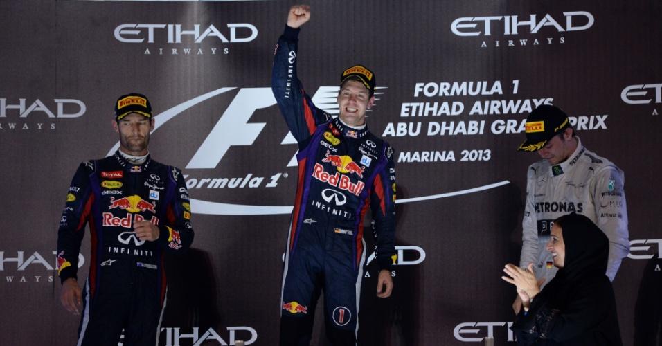 03.11.2013 - Vettel (centro) comemora vitória no GP de Abu Dhabi ao lado de Webber (esquerda) e Rosberg (direita)