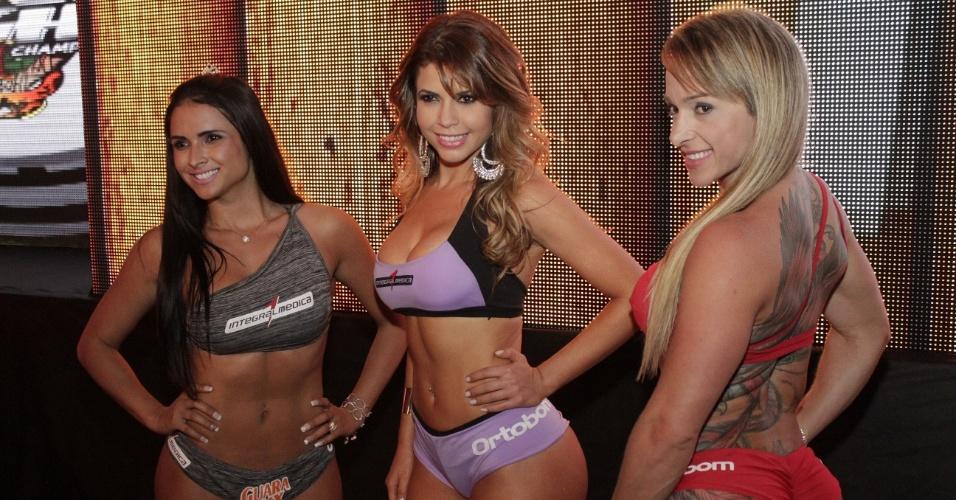 Ex-BBB Cacau se destaca no papel de ring girl do Jungle Fight 60, realizado em São Paulo neste sábado; evento costuma chamar belas que passaram pelo reality show, como Cacau, que já foi capa da Playboy