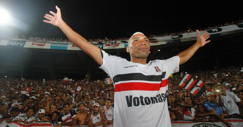 Flávio Caça Rato fez o gol do acesso do clube pernambucano