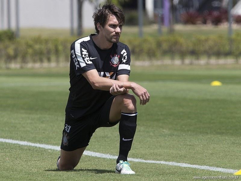 Paulo André, zagueiro do Corinthians, treina no CT Joaquim Grava