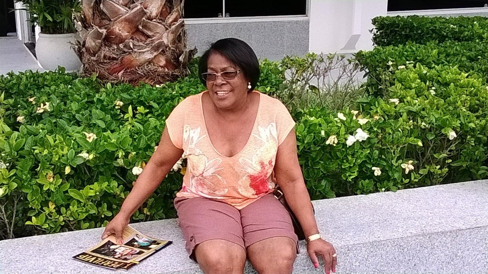 5 novembro 2013 - Dona Miguelina está em Minas para acompanhar de perto a recuperação de lesão do filho Ronaldinho Gaúcho