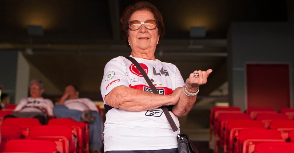 Dona Neusa, sogra de Muricy Ramalho, técnico do São Paulo, no estádio do Morumbi