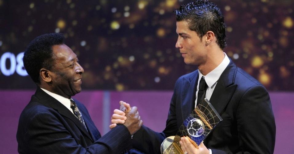 Pelé e Cristiano Ronaldo em 2008; ex-atleta teria chamado o português de 'Cristiano Leonardo'