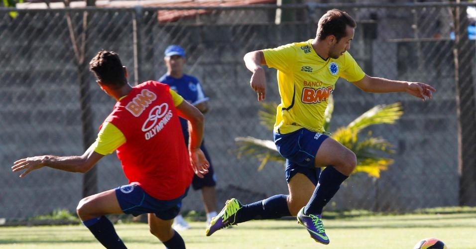 6 novembro 2013 - Everton Ribeiro se destaca por gols bonitos, assistências eficientes e facilidade nos dribles