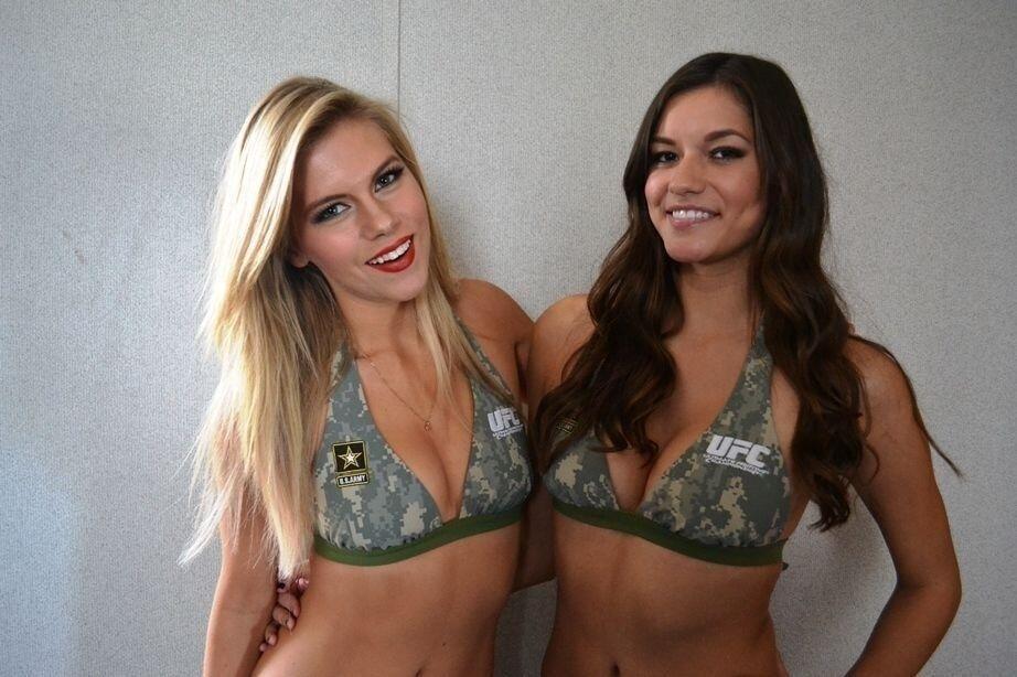 06.11.2013 - Ring Girls preparadas para o UFC Fight for the troops 3 posam para fotos nos bastidores