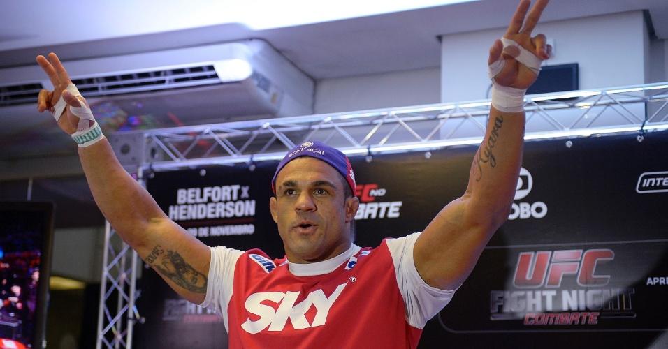 07.11.2013 - Vitor Belfort fará a luta principal do UFC Goiânia contra o americano Dan Henderson