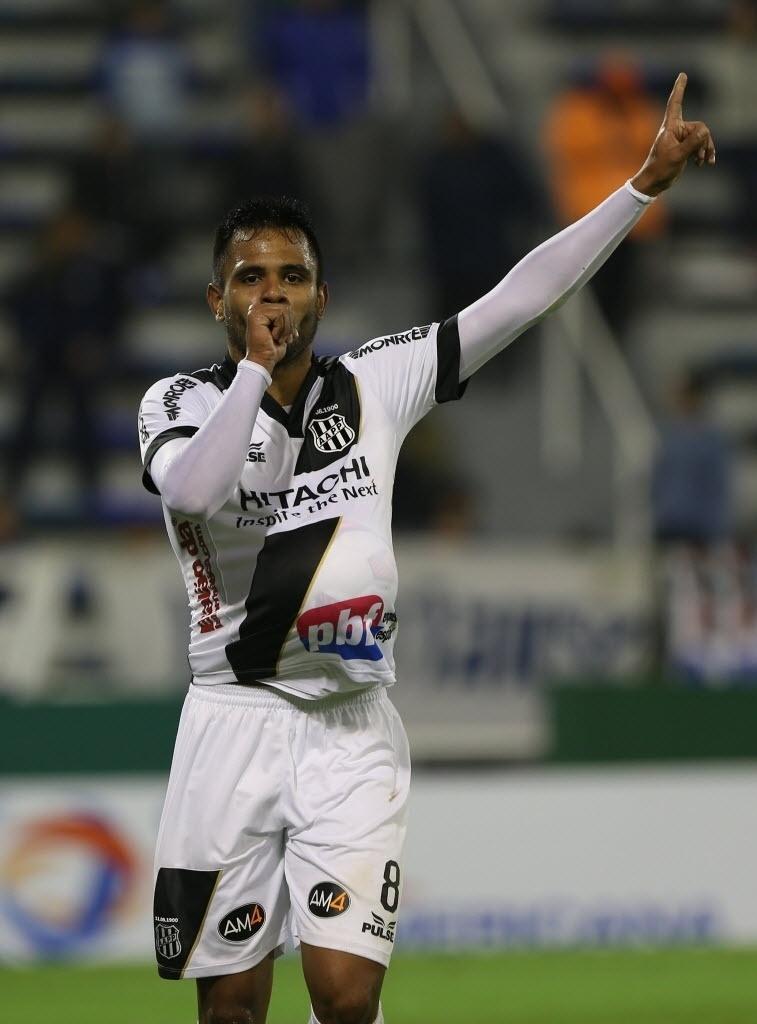 40acd7703b Ponte Preta confirma permanência do volante Fernando Bob para 2014 -  20 12 2013 - UOL Esporte