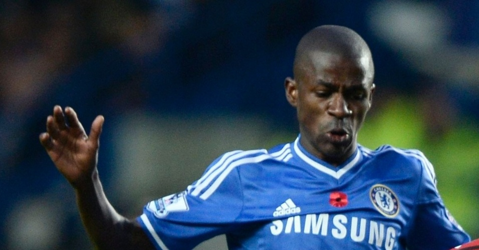 09,nov.2013 - Ramires, do Chelsea, em jogada contra Stephane Sessegnon, do West Bromwich Albion