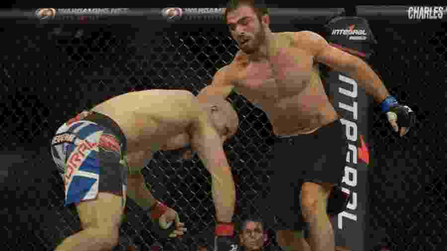 09.nov.2013 - Thiago Bodão (esquerda) durante luta contra russo Omari Akhmedov no UFC Goiânia - Alexandre Loureiro/Inovafoto