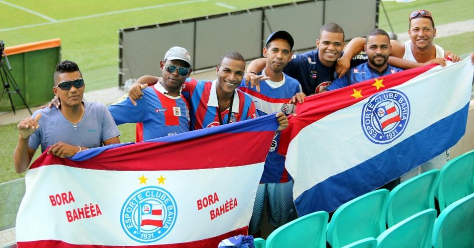 09.nov.2013 - Torcedores do Bahia aguardam o começo da partida contra o Atlético-MG, pela Série A do Campeonato Brasileiro
