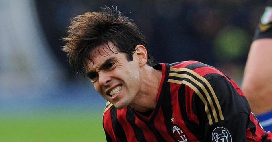 10.nov.2013 - Kaká faz careta ao sofrer uma falta durante o jogo contra o Verona