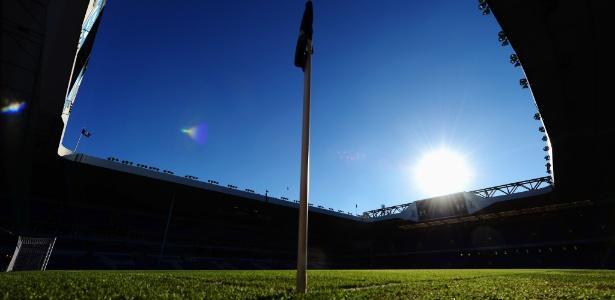 White Hart Lane (foto) foi vetado pela Uefa para a Liga dos Campeões da Europa