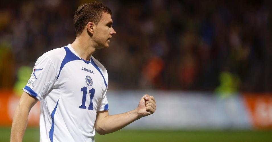 11.out.2013 - Edin Dzeko comemora após marcar um dos gols da tranquila vitória por 4 a 1 da Bósnia sobre Liechtenstein pelas eliminatórias da Copa-2014