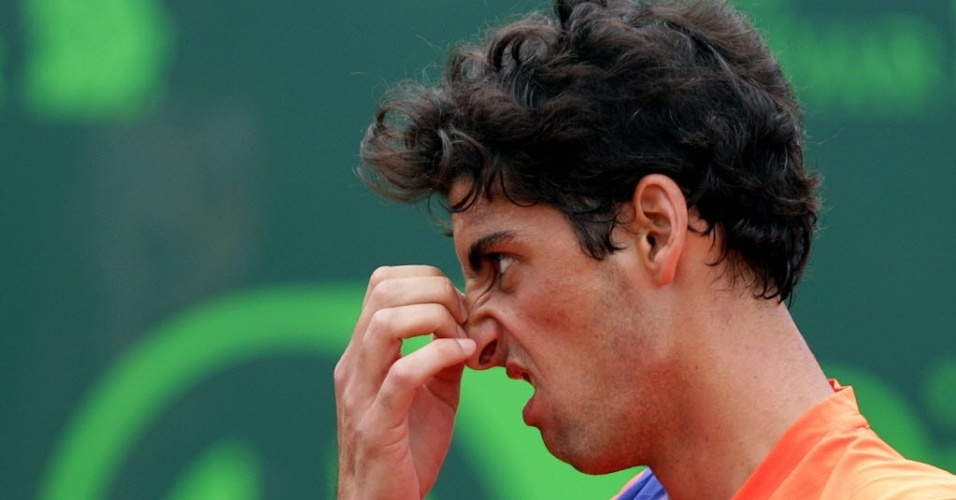 10.nov.2013 - Thomaz Bellucci durante a final do Challenger de Bogotá, na qual foi derrotado por Victor Estrella após abandonar por lesão